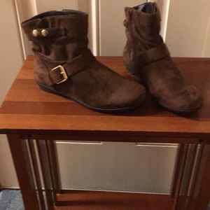Faux Suade Booties w Side Zip SIZE 7W NWT